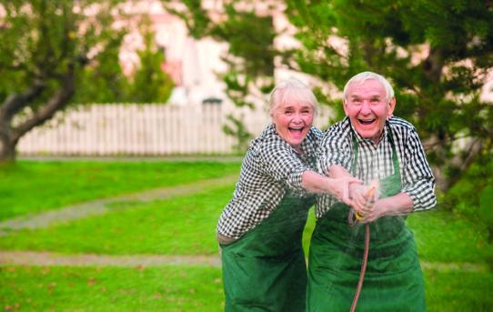 Ausgabe 8-9/18: Aktives Altern. Gemeinden sehen Chancen.